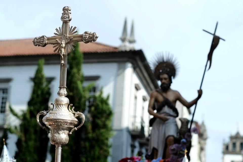 Transladação do andor de São João em direção à Sé
