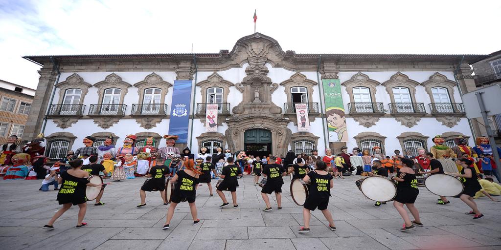 Receção aos grupos participantes do XXX Encontro Internacional de Gigantones e Cabeçudos